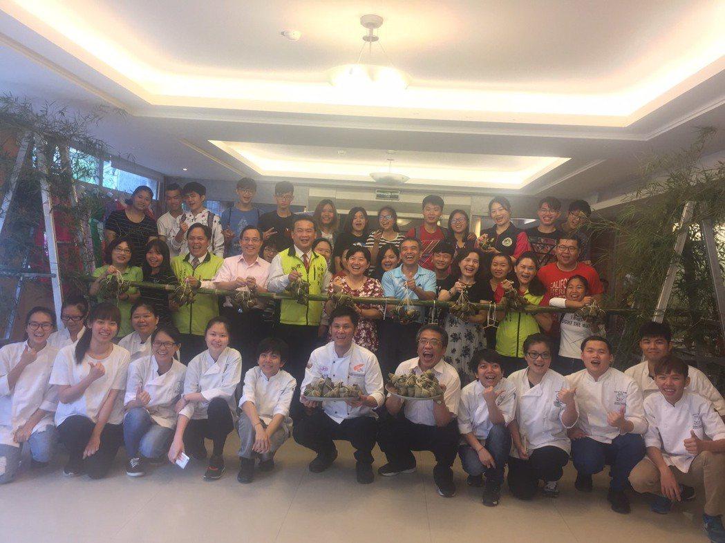 大華科大每年在傳統節日都會辦理特色活動,讓海青班的學生體驗臺灣在地風俗民情。記者...