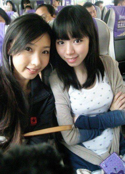林明禎(右)整牙前牙齒突出,左邊為姊姊。圖/林明禎提供
