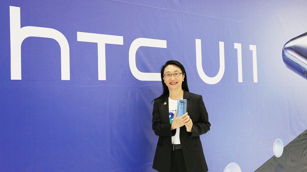 HTC創辦人暨董事長王雪紅出席HTC20週年暨2017員工大會,並為最新旗艦機宣...