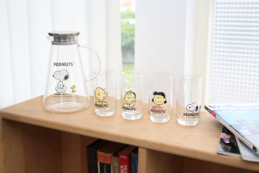 5/31~6/13推出可愛又實用的SNOOPY經典1壺4杯。圖/康是美提供