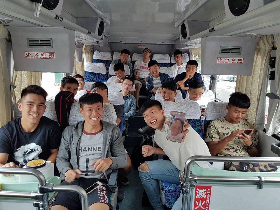 成淵高中體育班學生畢業旅行展現內化的良好生活習慣。照片提供/潘瑞根