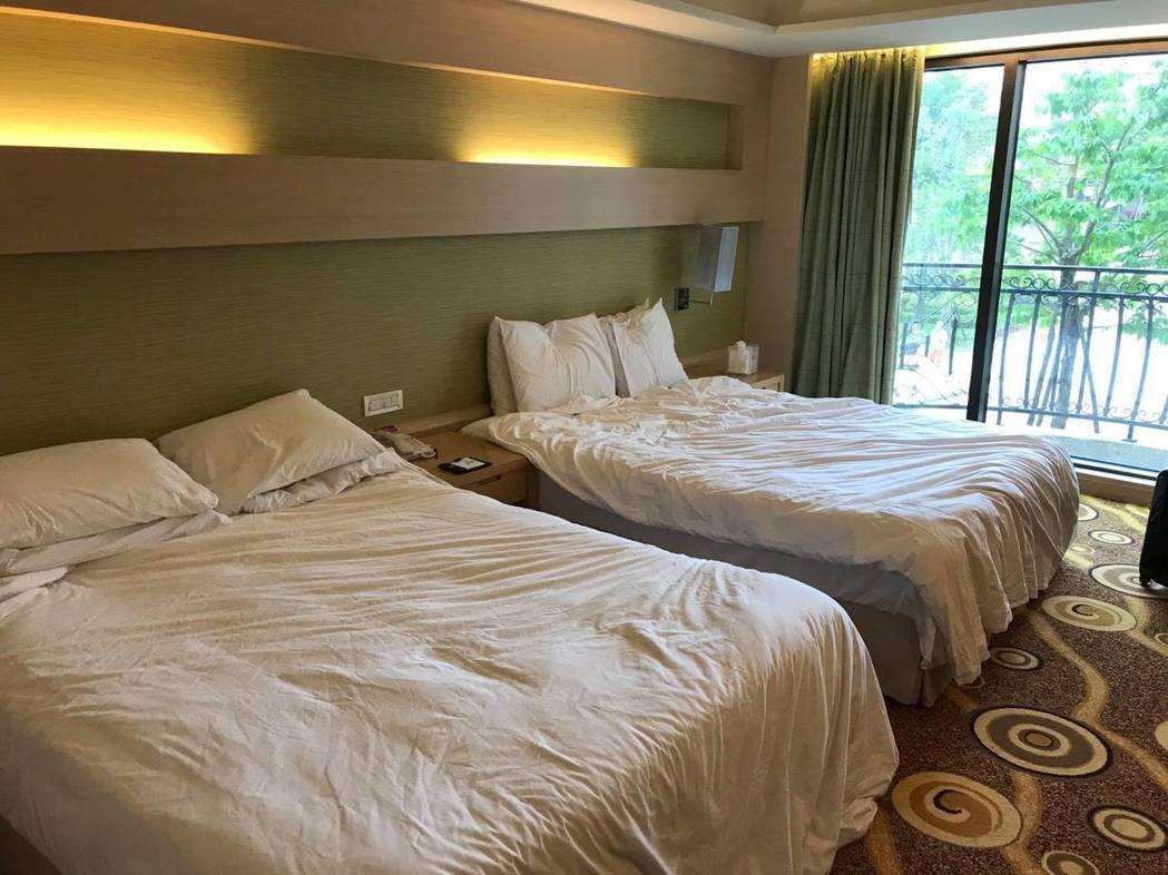 這是成淵高中體育班學生畢業旅行要退房時的房間狀況。照片提供/潘瑞根