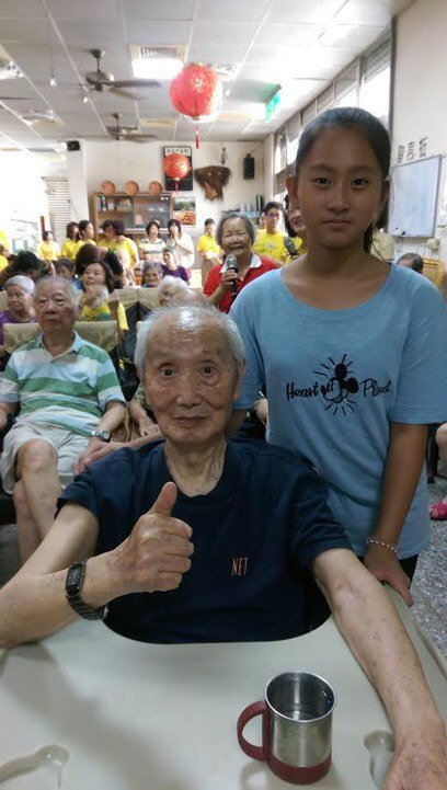 內湖國小學生陳妙珺(右)。圖/市府提供