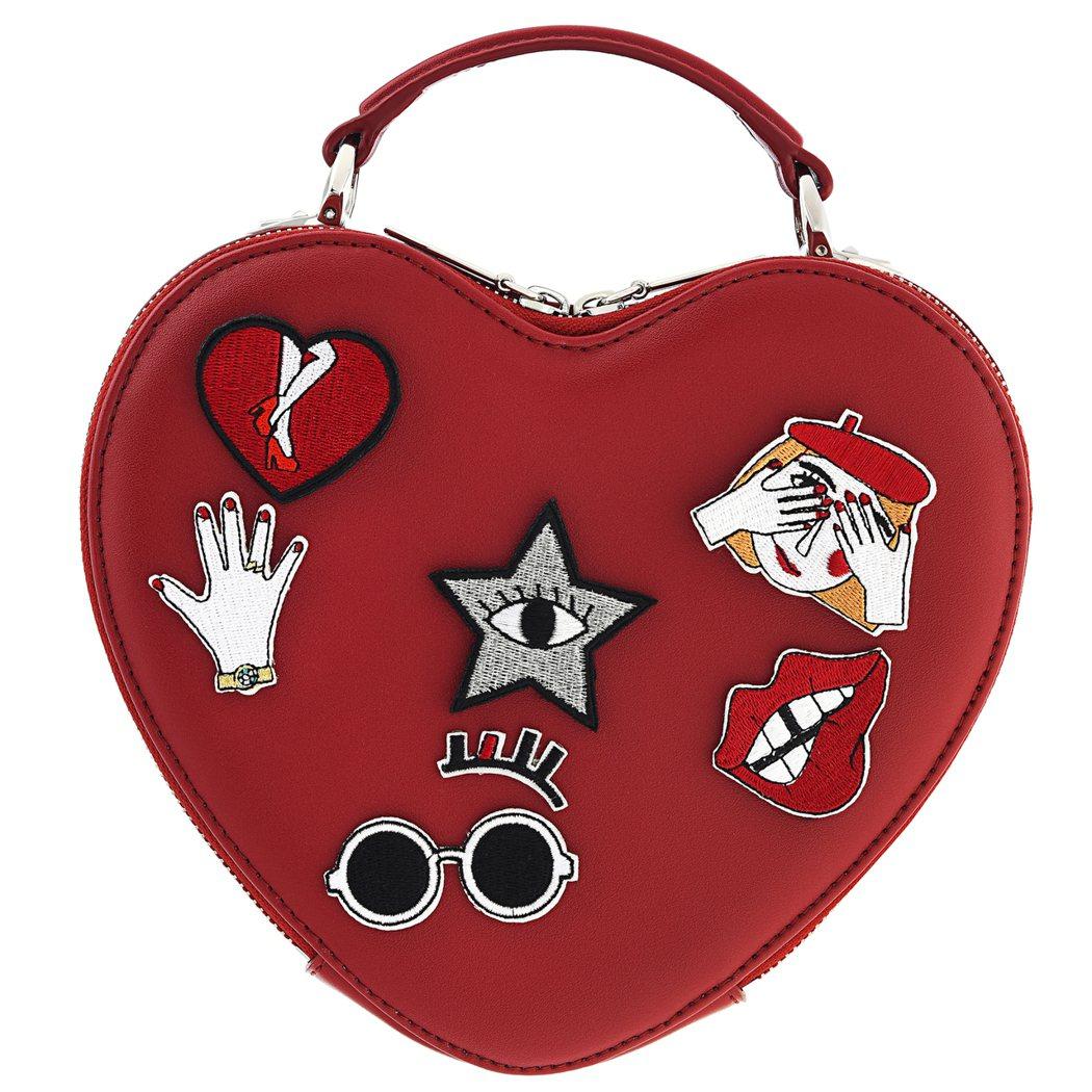 心型斜背包,售價2,090元。圖/CHARLES & KEITH提供