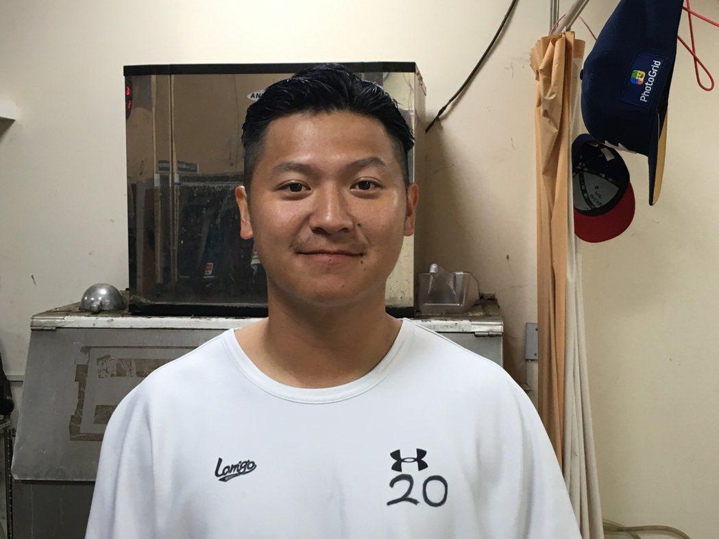 陳禹勳剪回當初加盟職棒時的造型。 記者葉姵妤/攝影