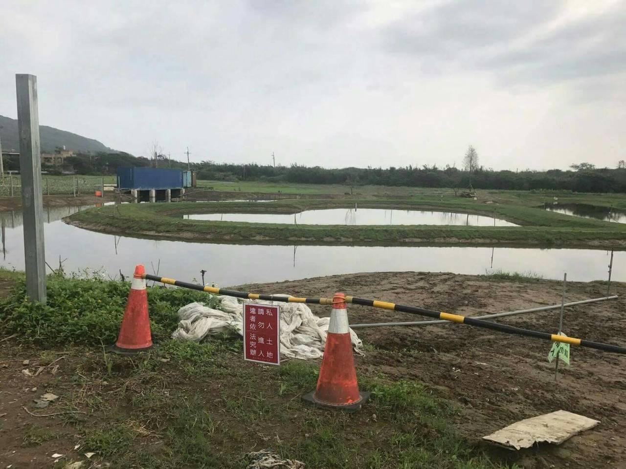 不合法建物已拆除,現狀已是水池、貨櫃屋。記者游明煌/翻攝