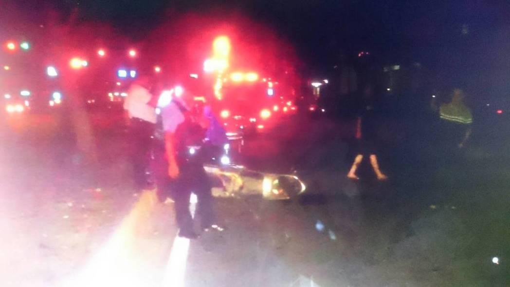 蔡姓女子深夜騎機車撞死違規走在慢車道的男子,法官認為機車行駛在慢車道有路權,且蔡...