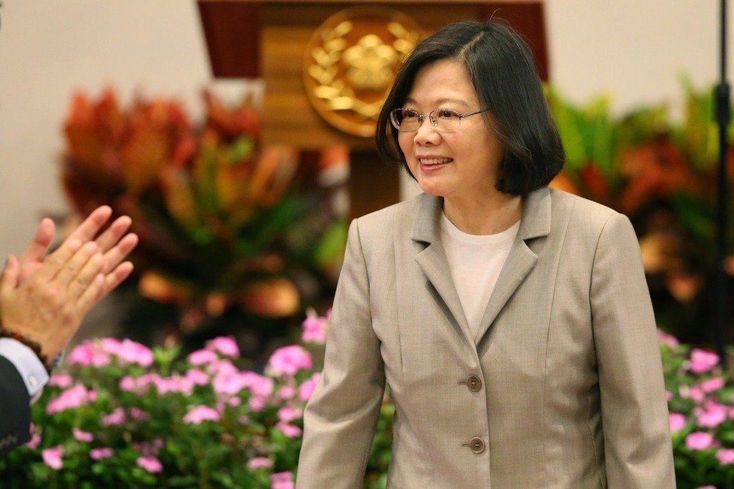 蔡英文總統就職周年,提前一天在總統府內接見賓客發表談話。 記者王騰毅/攝影