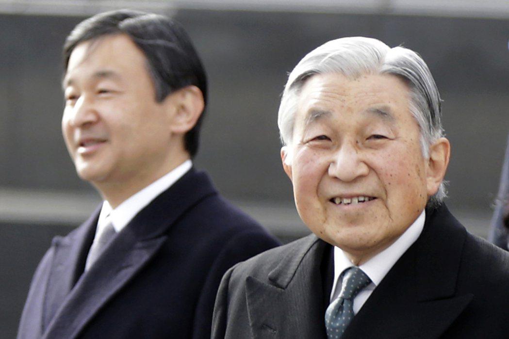 日本參議院今早通過日皇退位特別法立法,最快明年日皇明仁(右)提前傳位給太子德仁。...