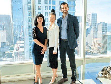 發展商代表Lynne Brown(左)、Hana Cha(中)、Justin A...