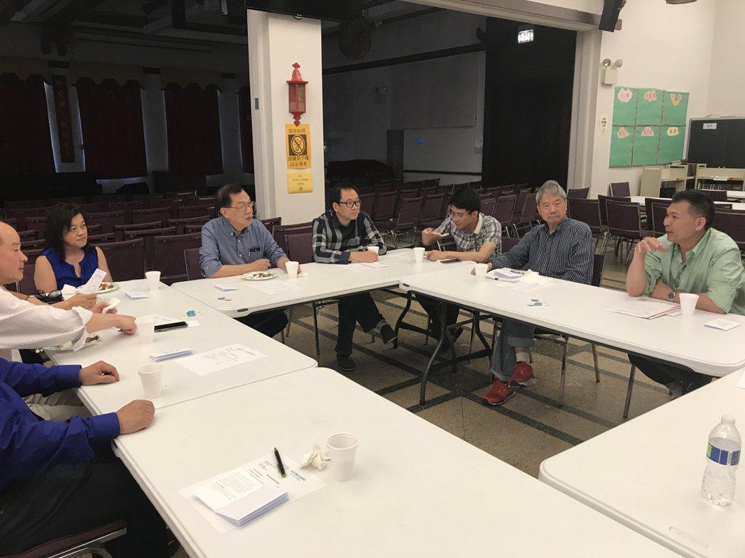 由華埠更好團結聯盟主辦的「同桌好講話」社區議題研討活動中,徵不徵收華埠特別服務區...