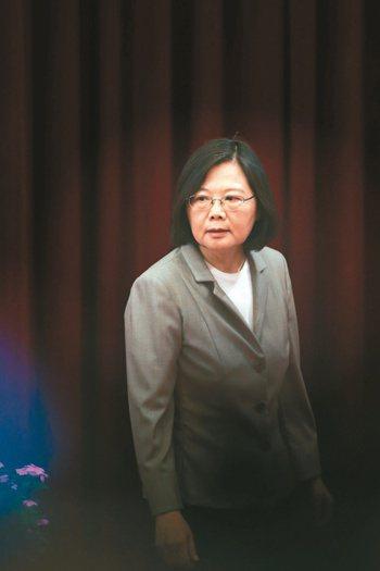 就職屆滿周年,總統蔡英文昨日接見海外華文媒體時,提到她現在所做的,是過去幾任總統...
