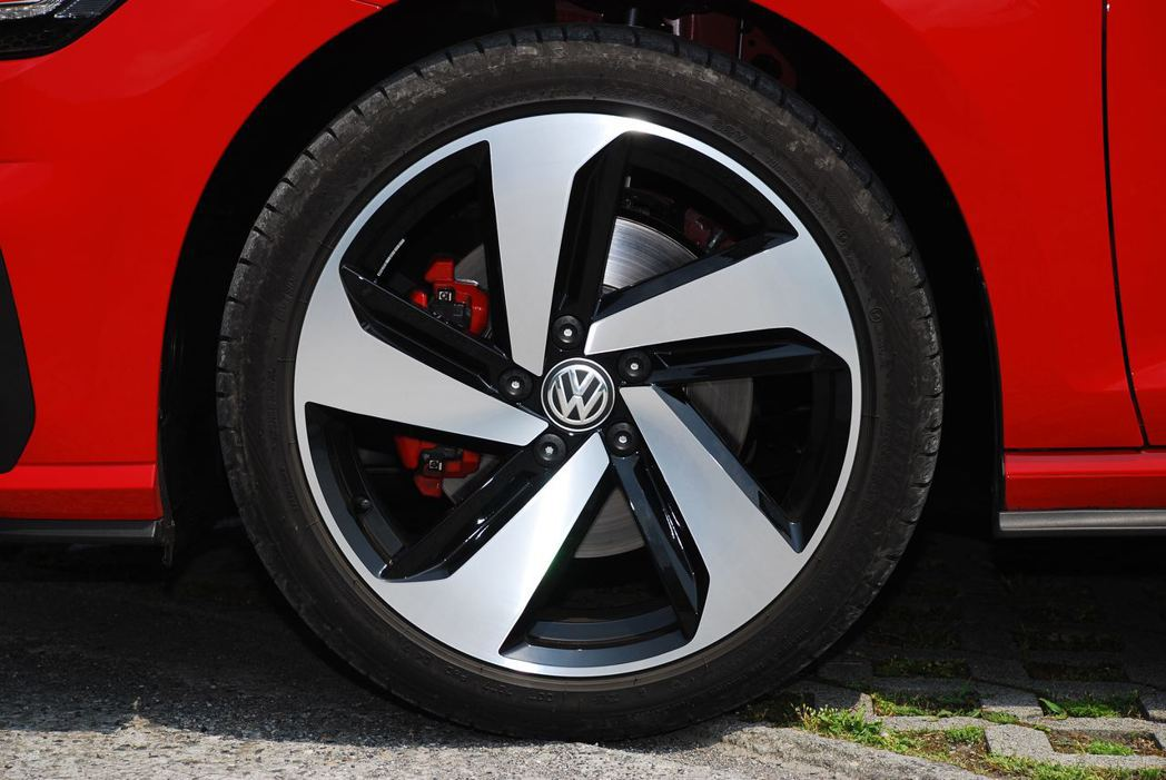 Golf GTI搭配18吋輪圈。記者林昱丞/攝影