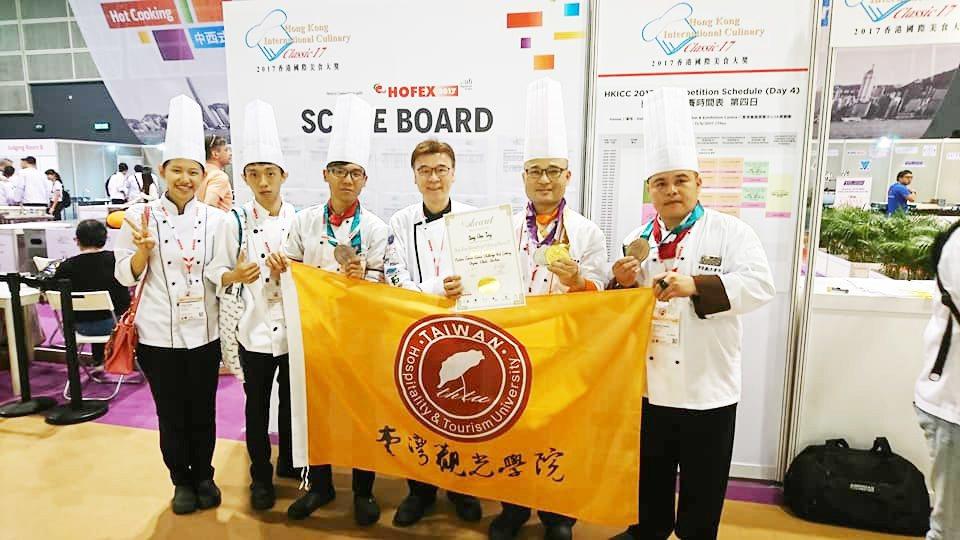 台灣觀光學院師生赴香港參加「國際美食大賽」,獲得一金一銀二銅好成績。圖/台灣觀光...