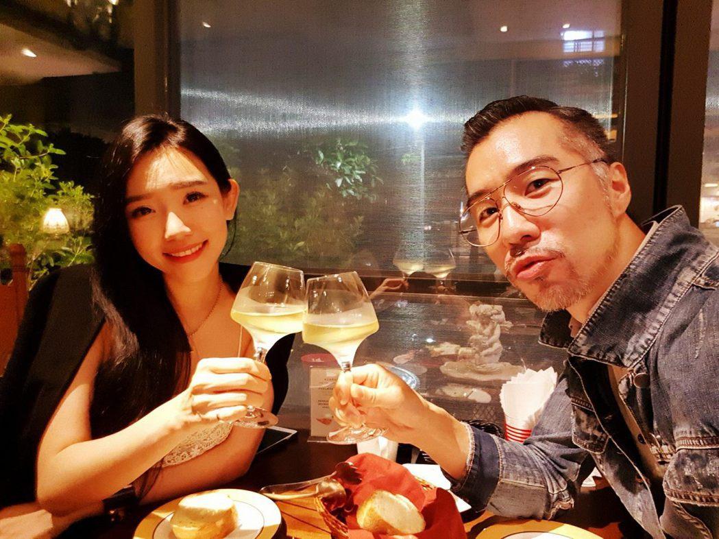 張兆志在臉書上貼出兩人甜蜜照片。圖/張兆志臉書