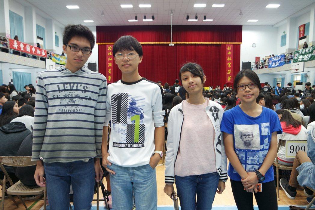 花崗國中學生認為,這次社會科題目難易度適中。記者王思慧/攝影