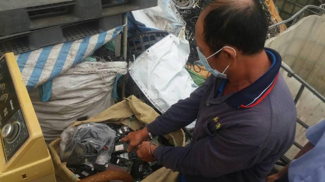 翁男行竊後拿去資源回收廠銷贓。記者劉星君/翻攝