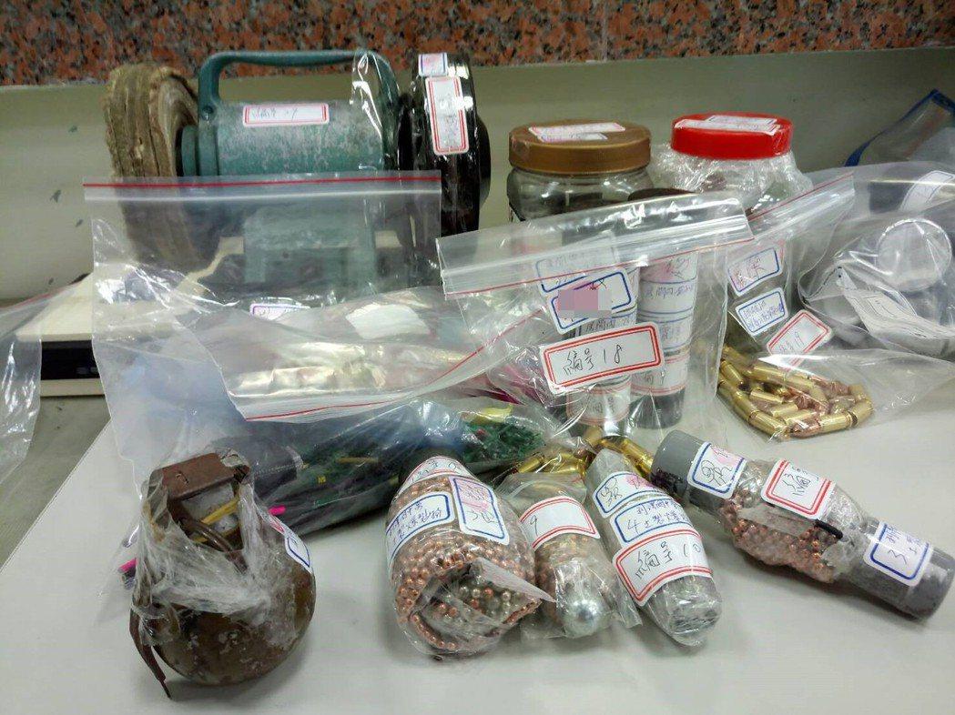羅嫌家中藏有大量槍砲彈藥。圖/吉安警分局提供