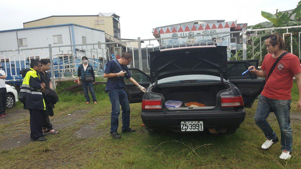 警方清查嫌犯車輛。圖/吉安警分局提供