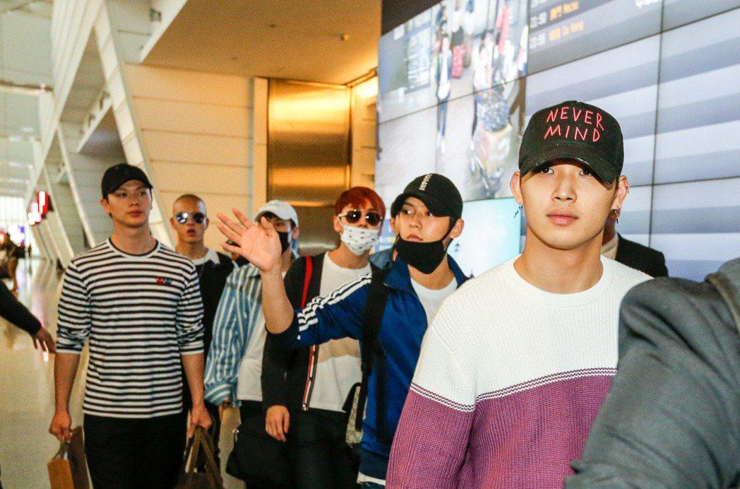 韓國男團BTOB傍晚抵達桃園機場。記者鄭超文/攝影