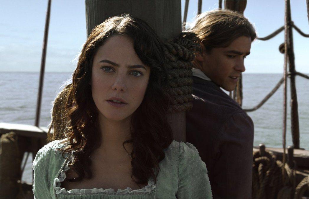 「加勒比海盜  神鬼奇航:死無對證」又有年輕俊男美女的對手戲。圖/摘自imdb