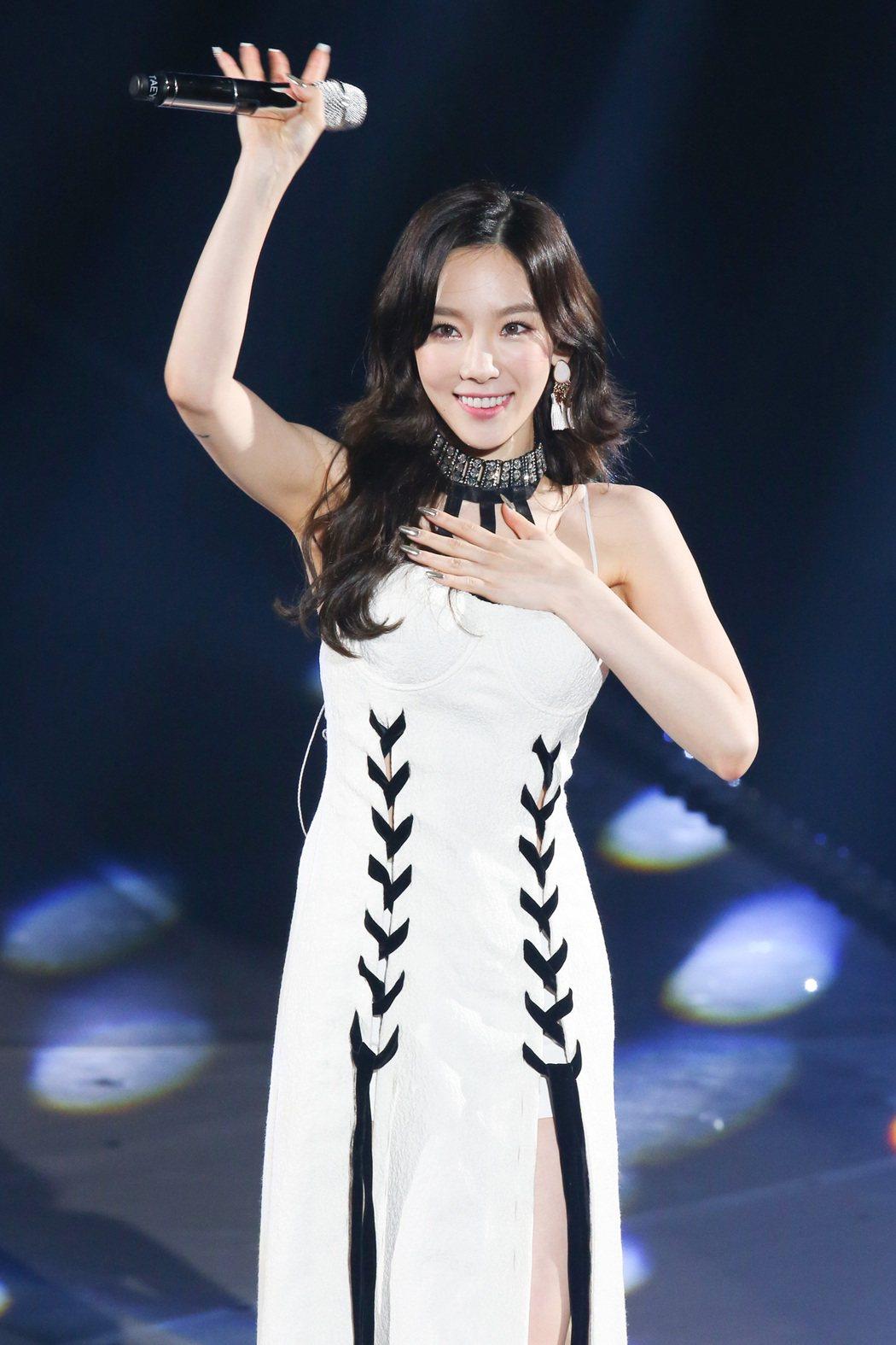太妍20日在新莊體育館開唱。記者王騰毅/攝影