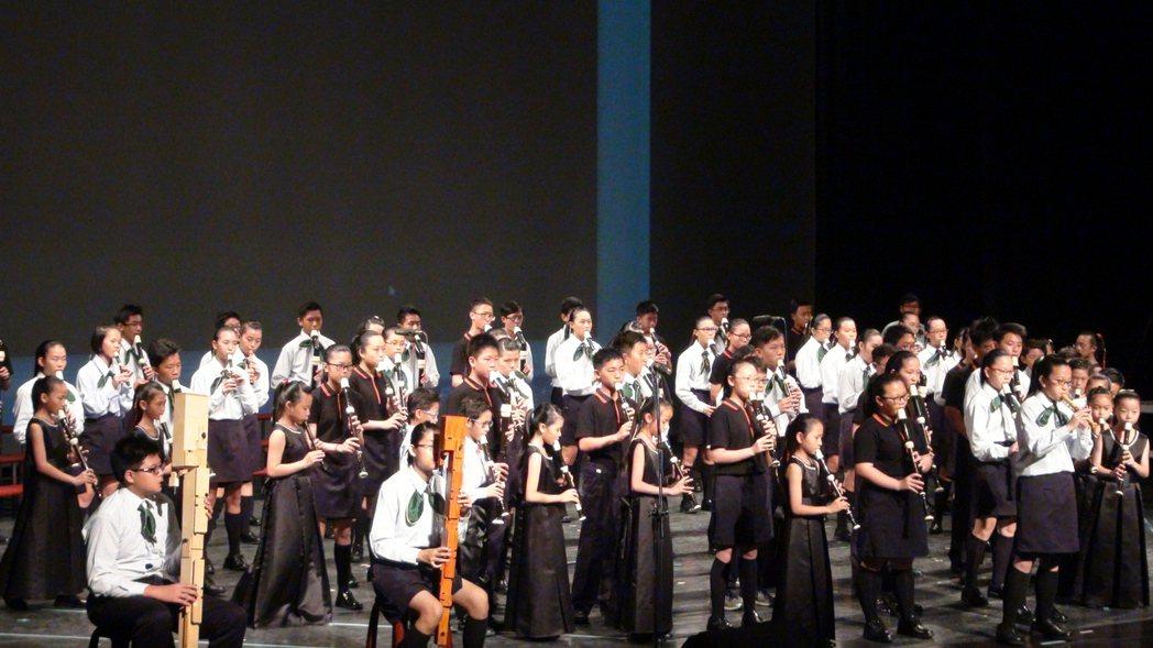 新港國小的木笛團畢業校友也組成青少年木笛團。記者謝恩得/攝影