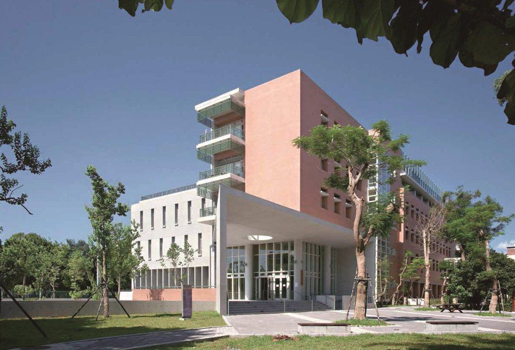 台大博雅館獲2017遠東建築獎佳作。圖/境向聯合建築師事務所提供