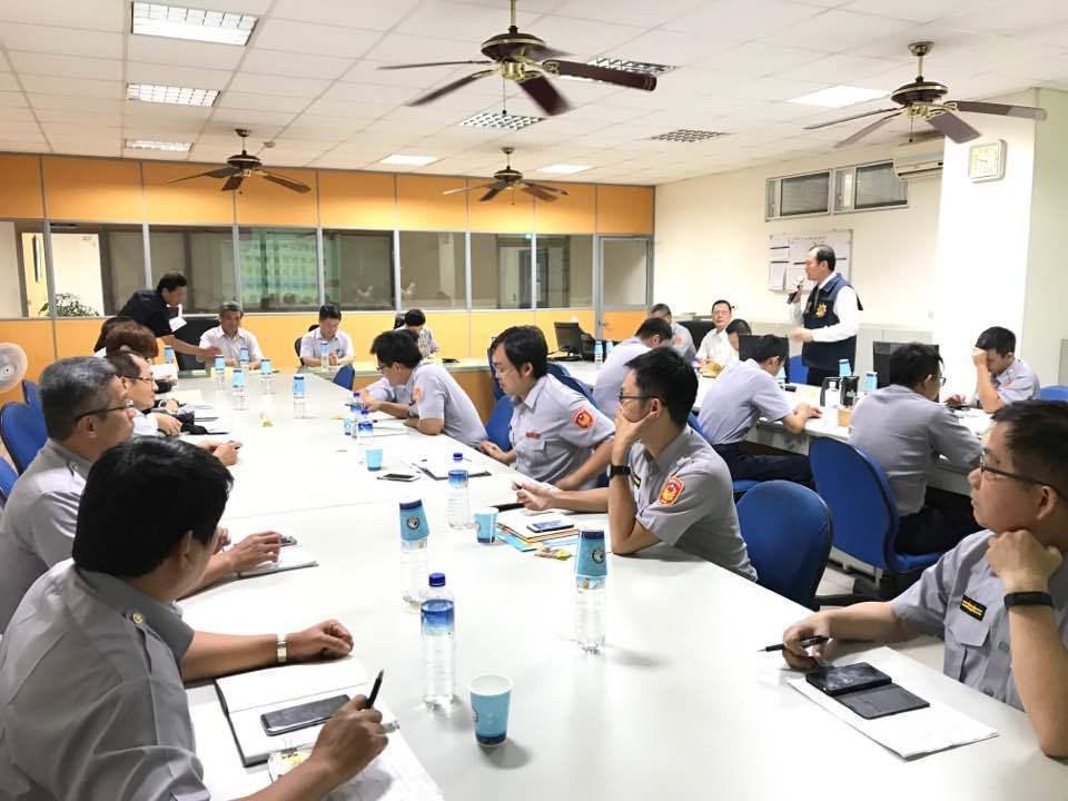 高雄地檢署檢察長周章欽與基層員警面對面座談。記者劉星君/翻攝