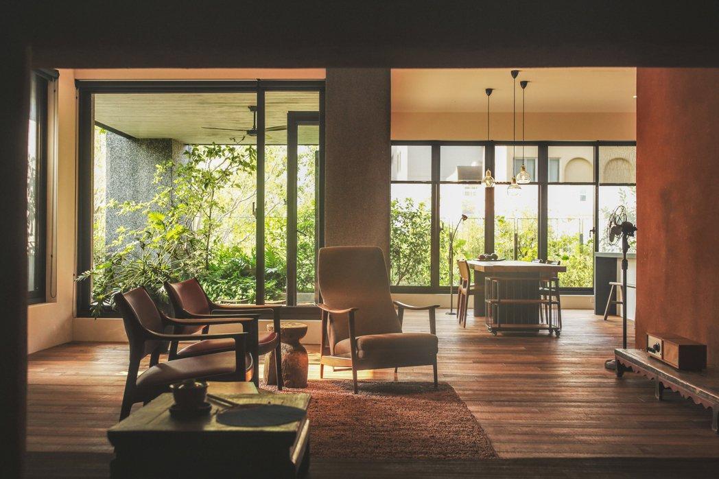 半畝塘集團推出新建案「若蒔山」強調有263%綠覆率,每戶的廚房外都有小庭院可種植...