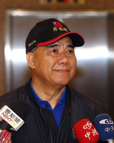 國民黨團總召廖國棟還說,他過去每次到蘭嶼服務都坐6人小飛機,飛行起來顛簸得非常厲...