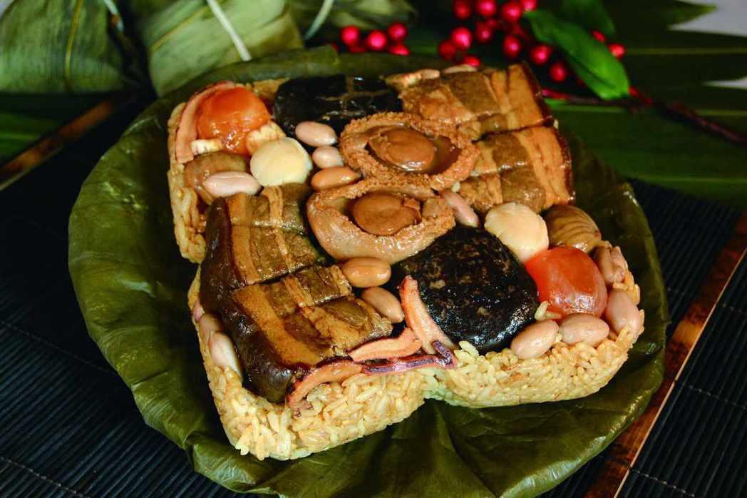 台中日月千禧酒店推出「窖藏東坡鮑魚粽」,每顆要價988元。 圖/日月千禧酒店提供