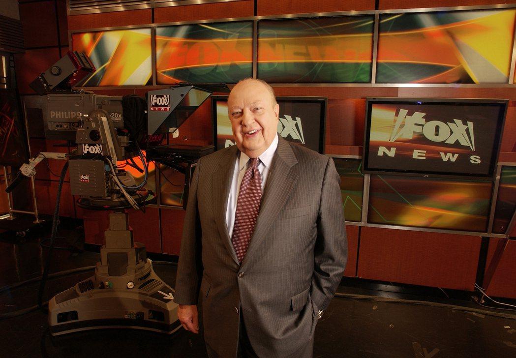 福斯新聞台執行長艾爾斯2006年9月29日在紐約總公司留影。 (美聯社)