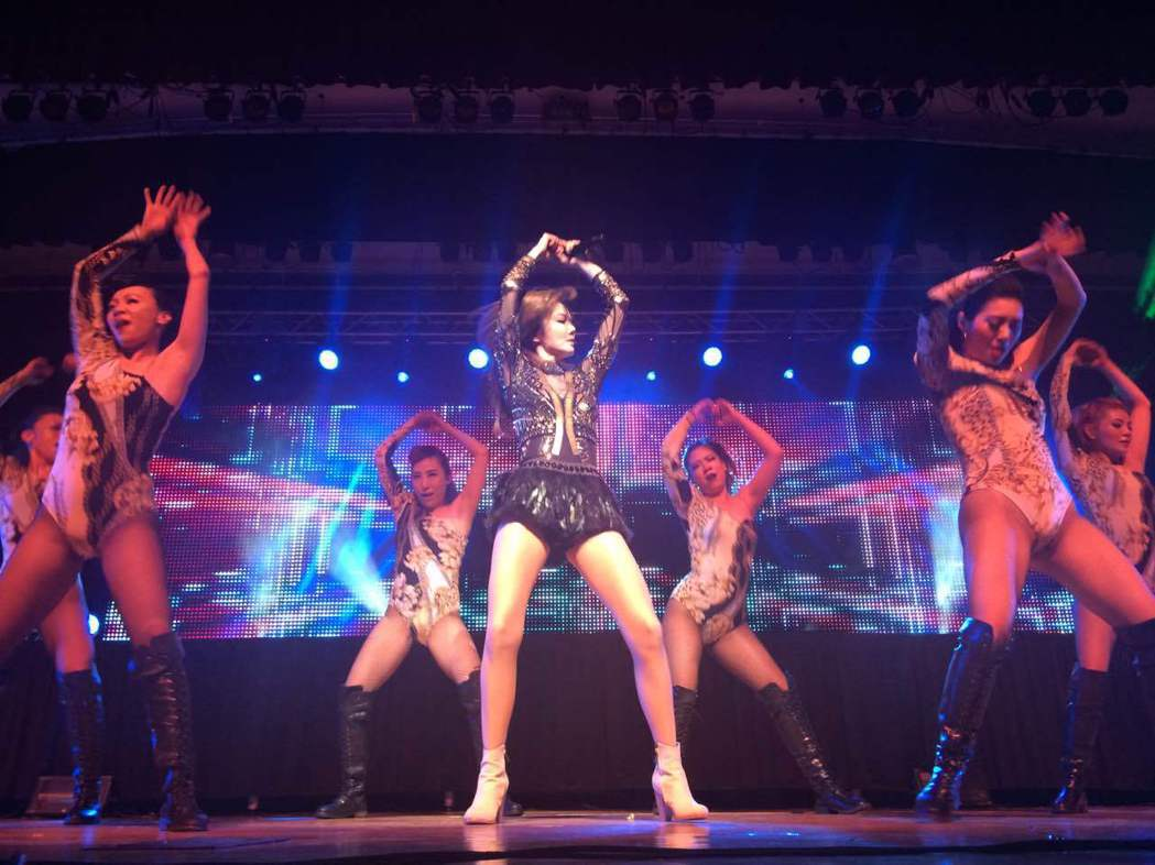謝金燕在紐約舉行演唱會,動感十足。記者牟蘭/攝影