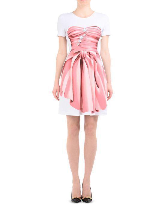 Moschino的T恤式洋裝。圖/摘自Moschino官網