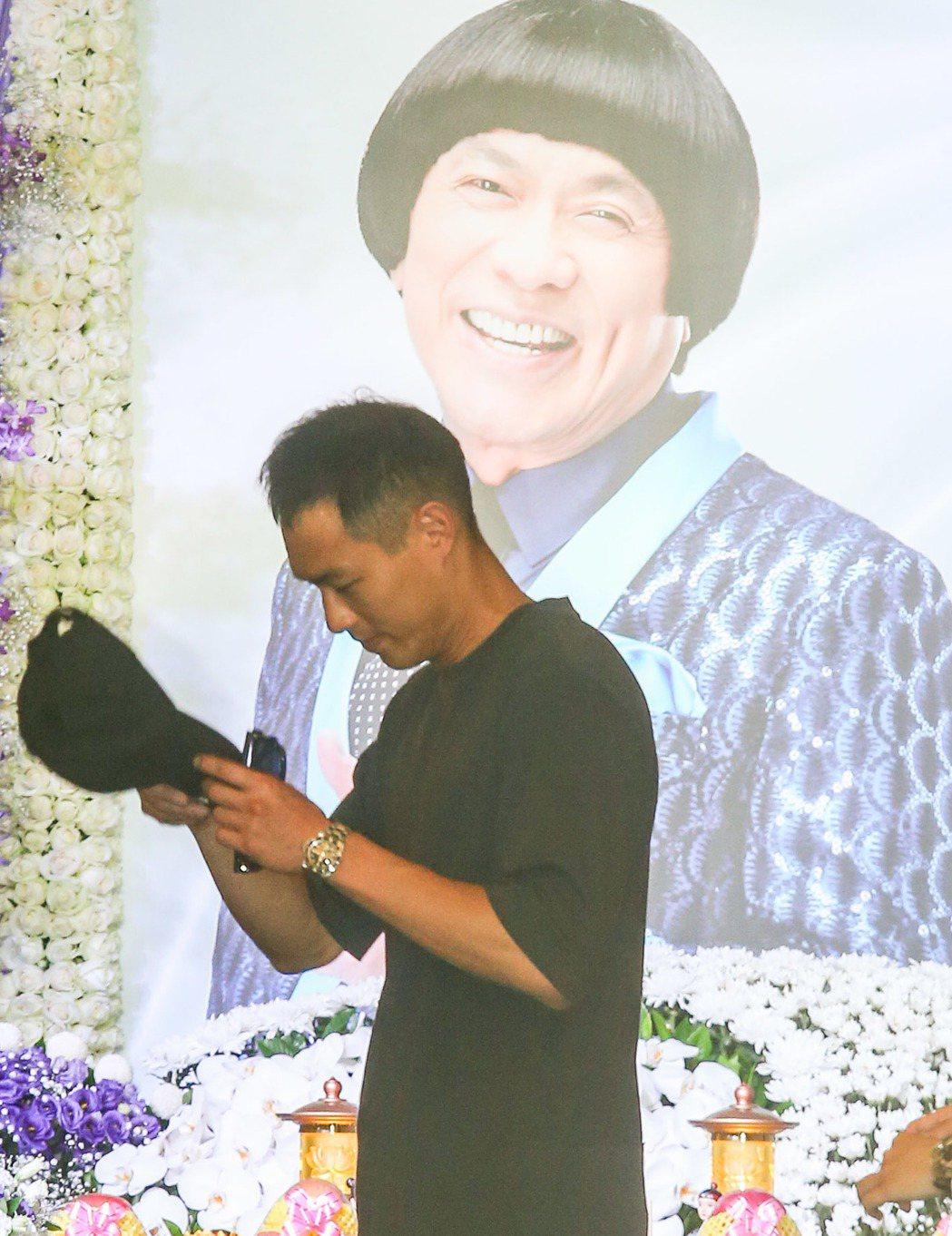 楊祐寧吊唁豬哥亮,一言不發。記者鄭清元/攝影