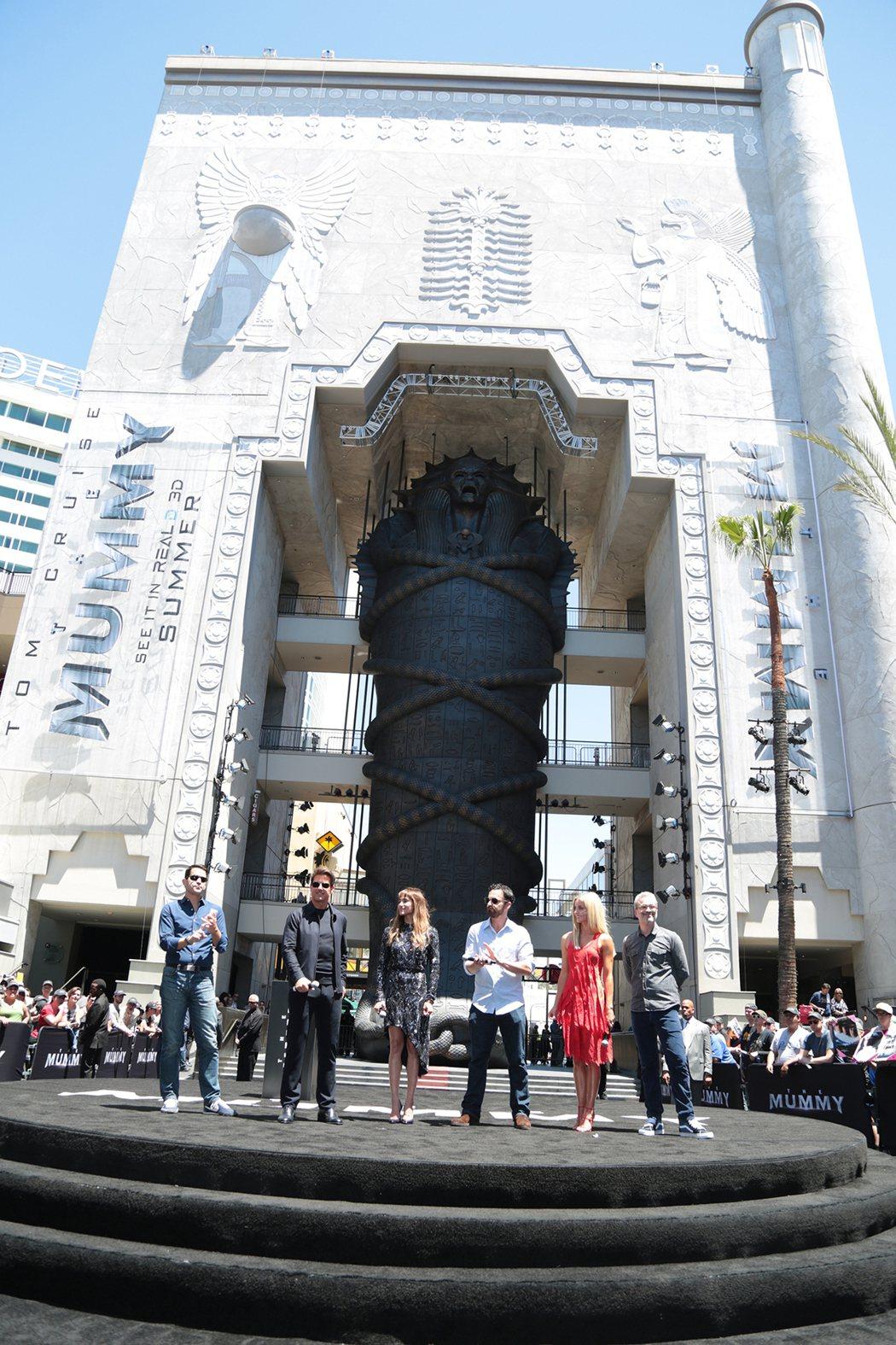 520被訂為「神鬼傳奇日」,6噸重超級大石棺好萊塢揭幕。圖UIP提供