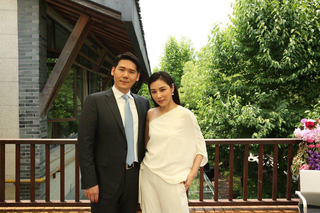 陳怡蓉(右)與老公薛博仁。 圖/博仁聖緹雅提供