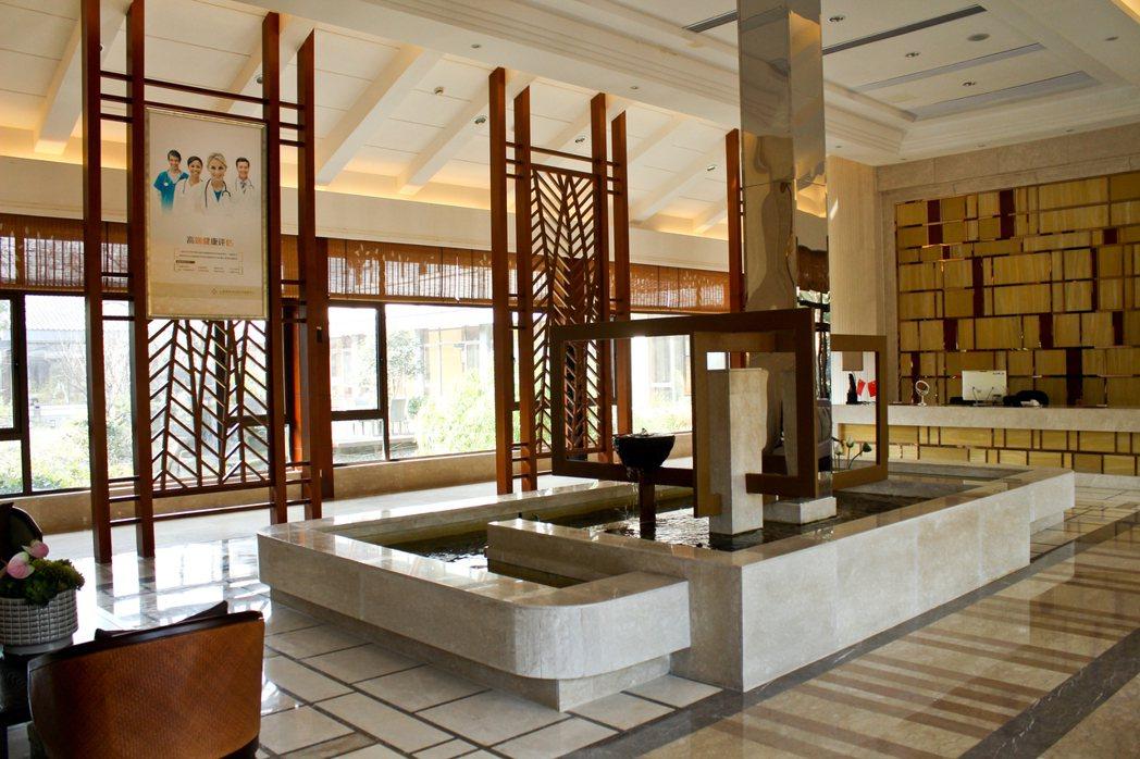 陳怡蓉老公薛博仁在杭州開的一站式健康平台蓋在杭州著名景點西溪濕地上,環靜優美。 ...