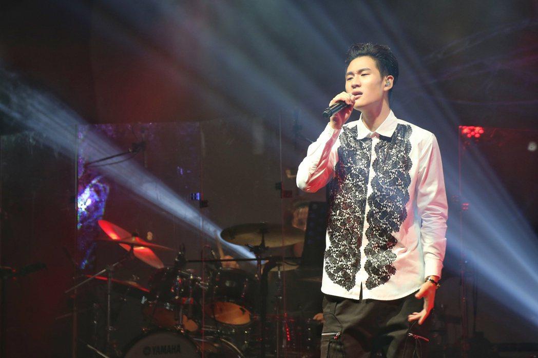 周興哲於台北華山Legacy舉辦讚聲演唱會。 聯合報系資料照片  記者陳立凱/攝