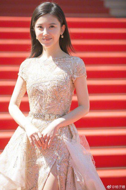 楊子姍參加新片「路過未來」坎城影展首映會。圖/摘自微博