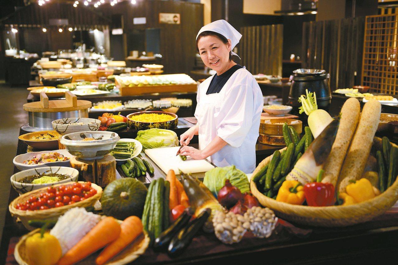 青森屋的NORESORE廚房提供各式媽媽味的青森鄉土餐點。 記者錢欽青/攝影 圖...
