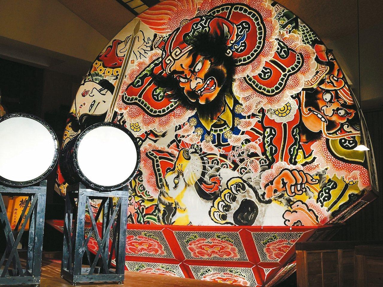 弘前睡魔祭的招牌花燈,極具異國情調。 記者錢欽青/攝影 圖/業者提供
