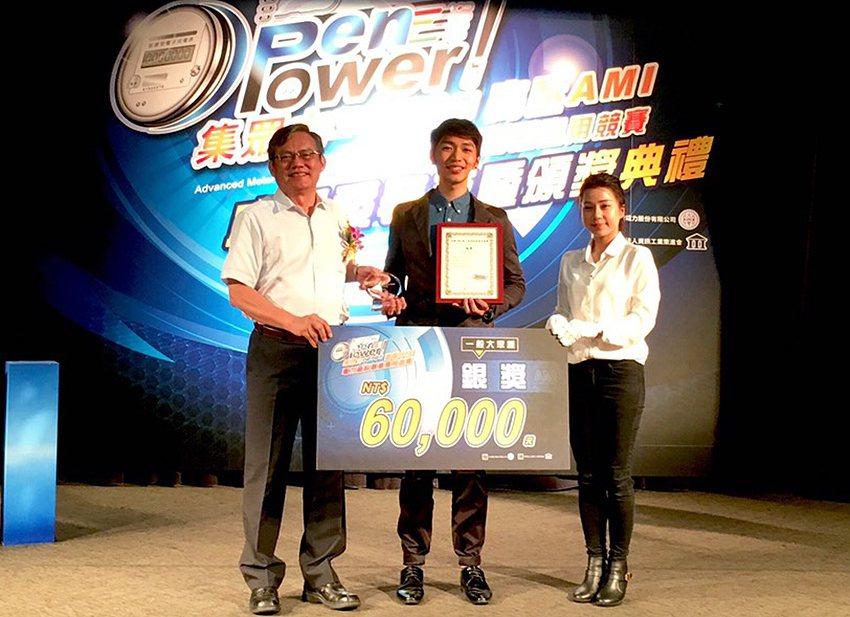 臺灣科技大學電子工程研究所白家鴻團隊作品「電覆你想像」,獲得一般大眾題「銀獎」殊...
