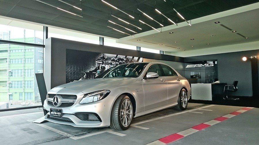 AMG Performance Center性能車專賣店。 記者趙惠群/攝影