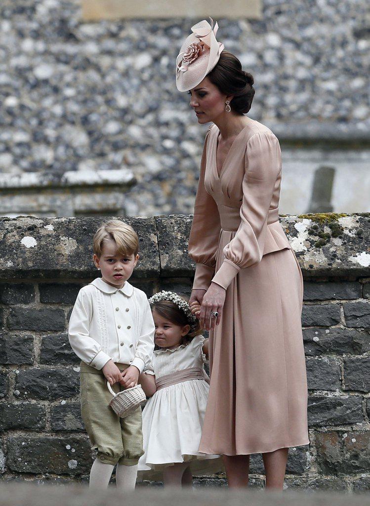 凱特王妃擔任妹妹婚禮的伴娘。圖/美聯社