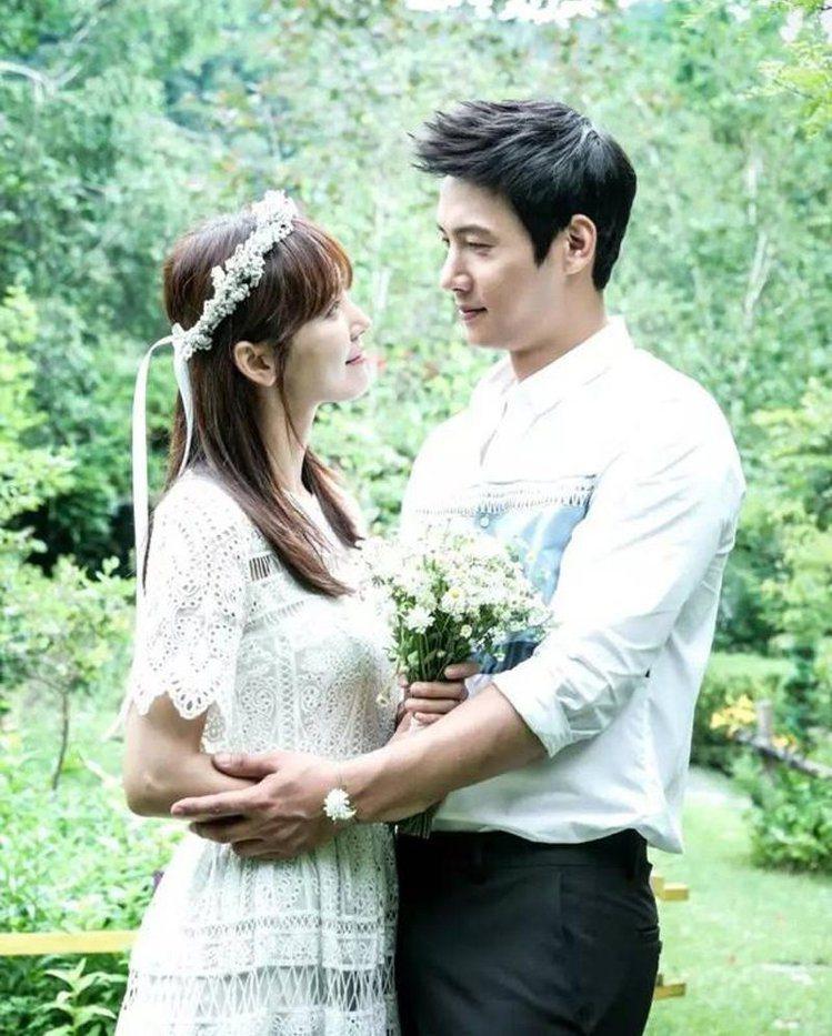 因韓劇《家和萬事成》相戀的演員金素妍、李尚禹也即將在六月結婚。圖/擷自insta...