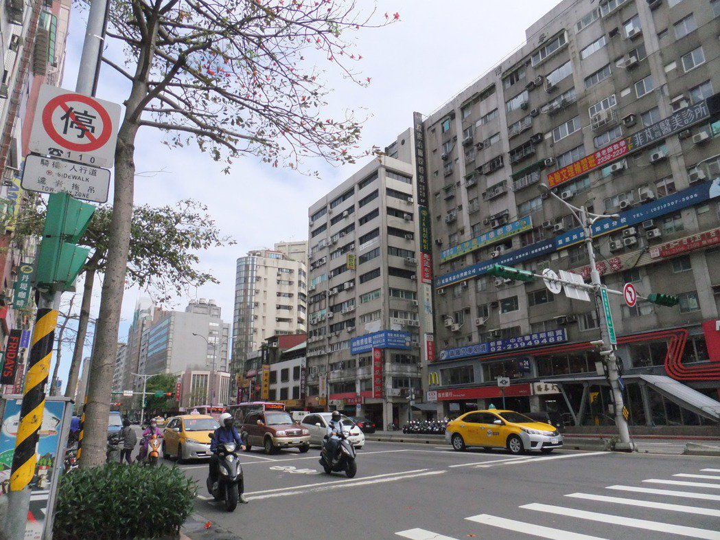 實價顯示,過去一年北市中正區房價下跌14%。記者游智文/攝影