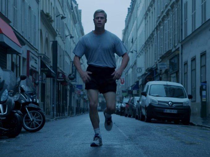 布萊德彼特在「戰爭機器」中有搞笑跑步戲。圖/翻攝自Youtube