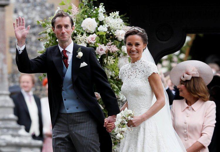琵琶米道頓的妝容在婚禮上展現自然光采。圖/路透